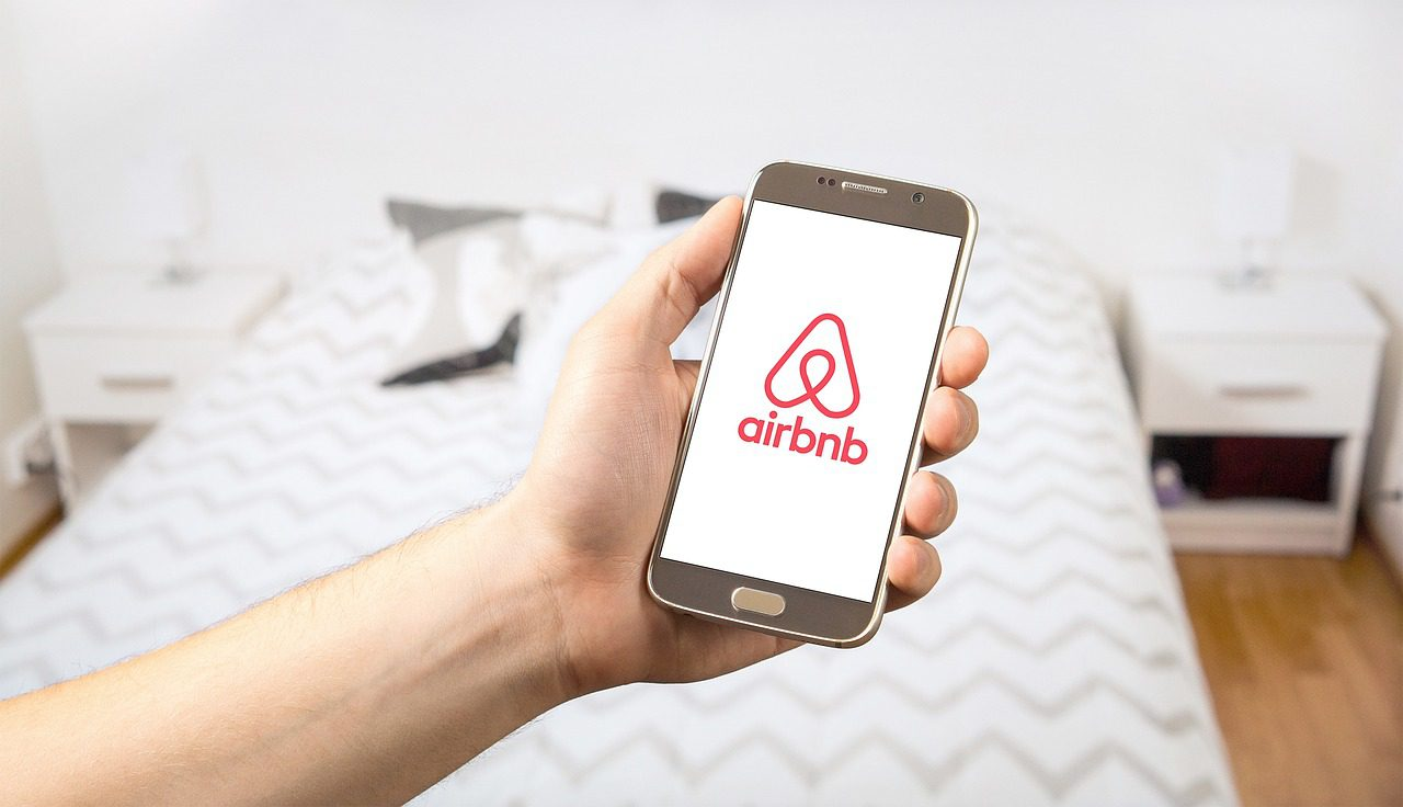 Airbnb will help to house 100,000 COVID-19 responders